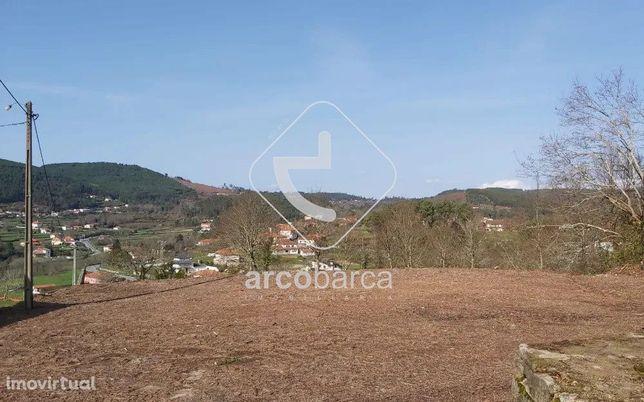 Terreno construtivo, com cerca de 1000m2 - Rubiães - Paredes de Coura