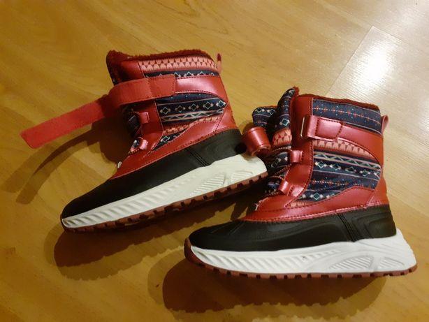 Buty dziecięce nowe.