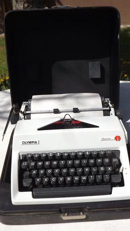 maszyna do pisania z walizką Olympia Monica