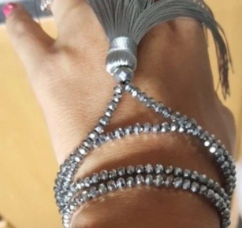 Бусы стеклянные серебристые с подвеской кисточкой. ожерелье.