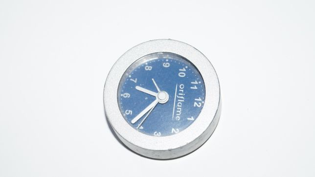 Часы настольные работают от батарейки