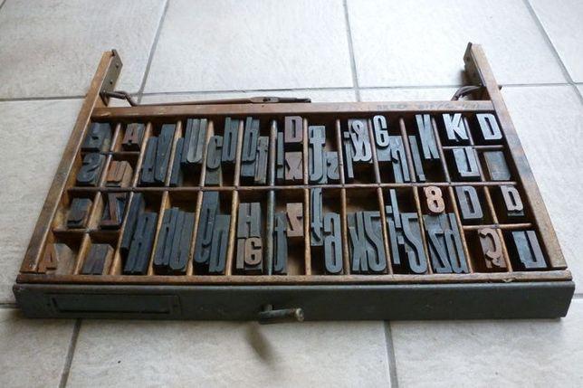 gaveta com letras industriais antiga