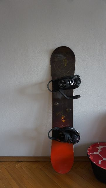 Sprzedam Deskę Snowboardową z Wiązaniami BURTON