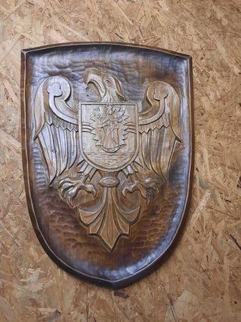 Rzeźbiony herb miasta Wolsztyn