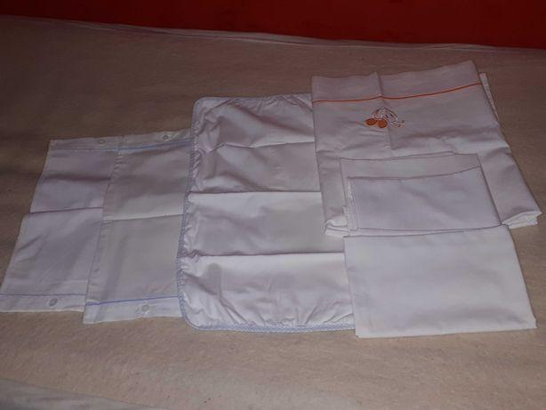 Conjunto dos lençóis para a cama do bebê