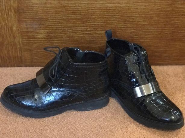 Осенние черные ботинки