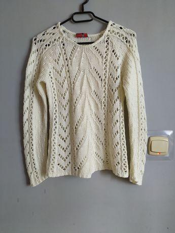 Kremowobiały sweter