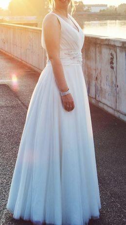 Suknia ślubna tiulowa skromna i śliczna