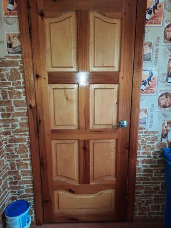 Двери деревянньіе