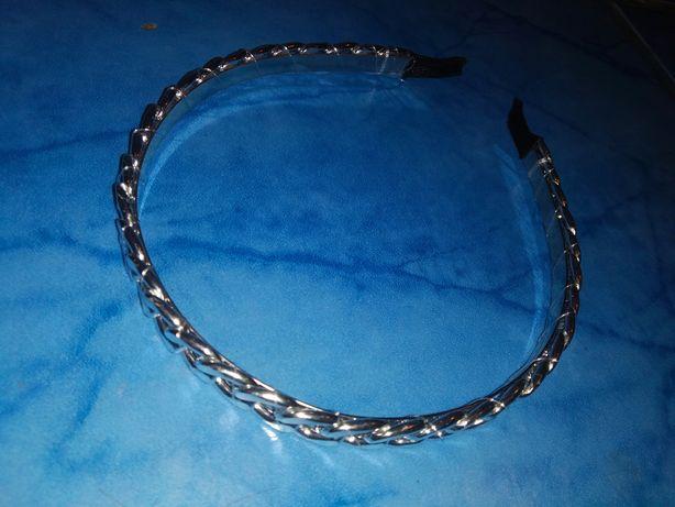 Обруч на волосся срібний в стилі Dior.