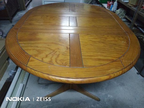 Excelente Mesa oval em madeira pinho maciço, com 4 cadeiras, 1.50x1.05