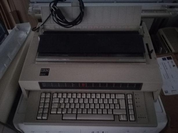 """Máquina de escrever """"IMB Mod.6747-2"""""""
