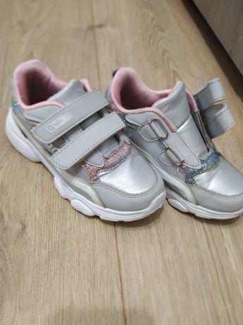 Яркие кроссовки 19,8 см