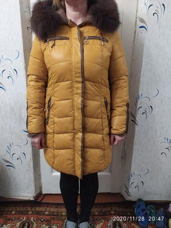 Зимняя куртка с мехом отстёгивается.