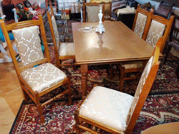 Komplet stół i 6 krzeseł po wymianie tapicerki
