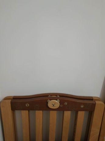 Cama de bebé madeira maciça comprada na Chicco