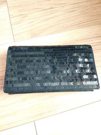 Czarna torebka w cekiny