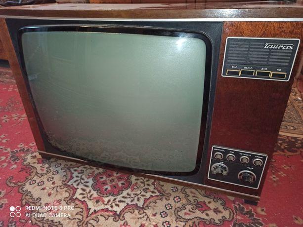 Ретро телевизор tauras 211
