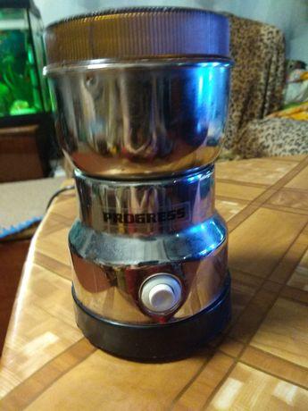 Продам  кофемолку  практически новую и баночки для сыпучих