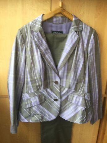 костюм брючный в сиренево-светло коричневую полоску ,46 размер