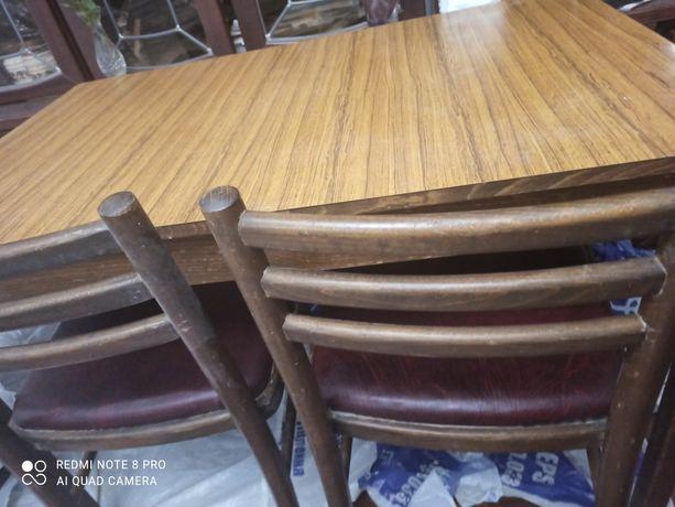Стол и четыре стула для кухни - производство Румыния Стулья со спинкой
