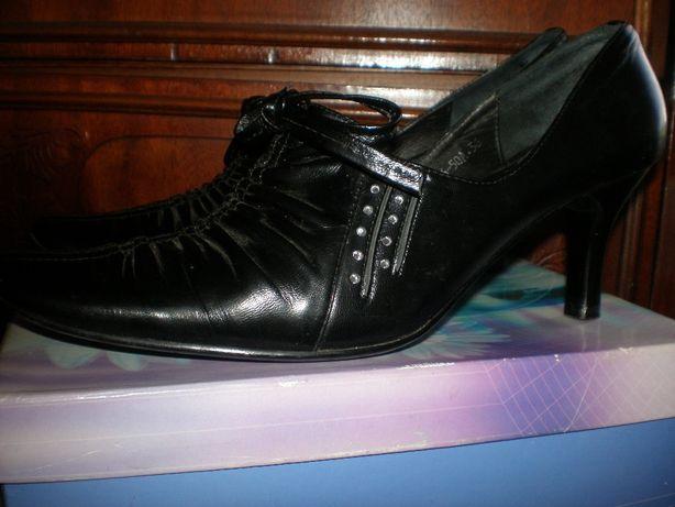 Новые туфли из натуральной кожи .