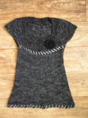 Popielaty sweterek z kwiatkiem r. 40