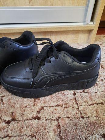 Продам нові кросівки
