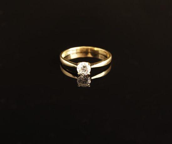 Złoto 585 - złoty pierścionek z cyrkonią Zaręczynowy. Rozmiar 17
