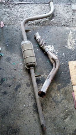 """Резонатор и приемная труба """"штаны"""" на ВАЗ 08 - 99."""