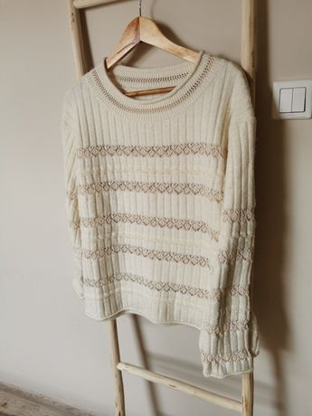 Kremowy sweter. Sweterek z azurkiem.