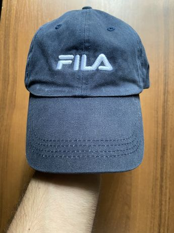 Кепка от бренда Fila