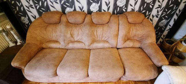 Kanapa, sofa z łózkiem i schowkiem - brązowa