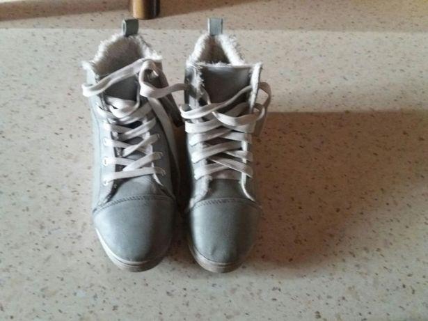 Buty dla dziewczynki 10 zł.