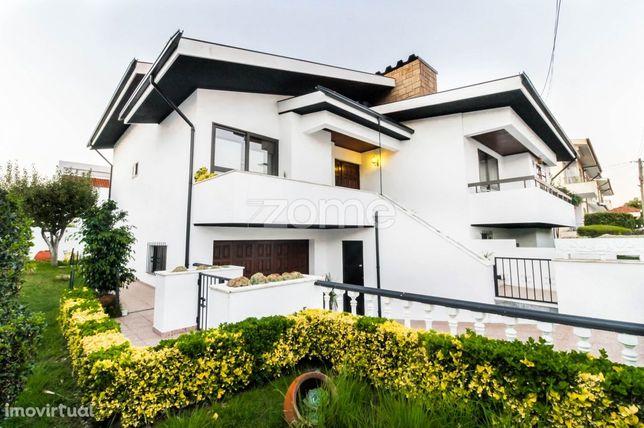 Moradia T4+1, com garagem, terraços e jardim - Metro Lidador / Maia