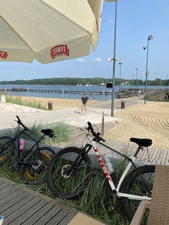 Skradziono dwa rowery TREK