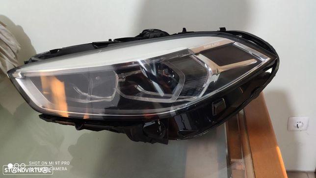 farol esquerdo full led BMW F40 série 1