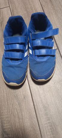 Кросівки adidas в гарному стані