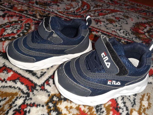 кросівки для хлопчика 21 р.