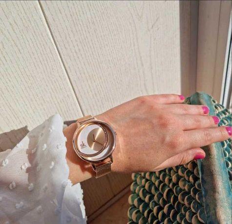 Брендовые женские часы на руку с металлическим ремешком
