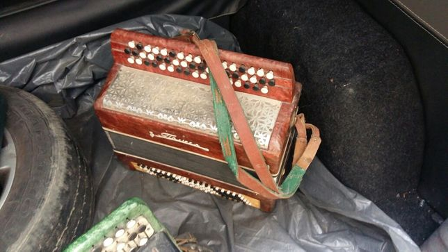 Продам 2 баяна, музичні інструменти