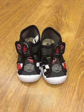 Buty chłopięce rozmiar 22
