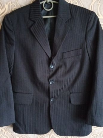 Продам школьный классический пиджак