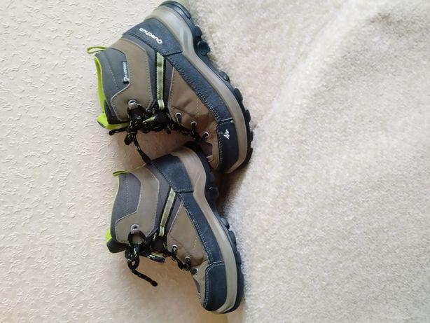 Продам детские ботинки Quechua
