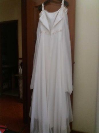 Vendo Vestido de Noiva com apontamentos florais em 3D mangas chiffon