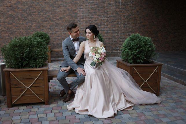 Платье на свадьбу или любое другое торжество, цвет универсальный.