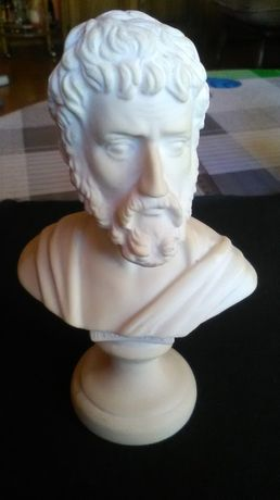 Figura z alabastru Pitagoras.