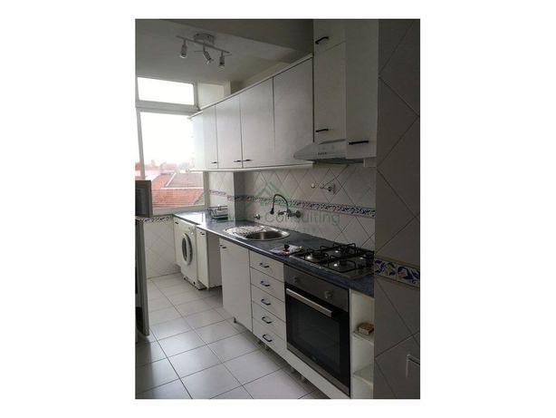Apartamento T2| Cozinha Equipada| Olaias| Metro