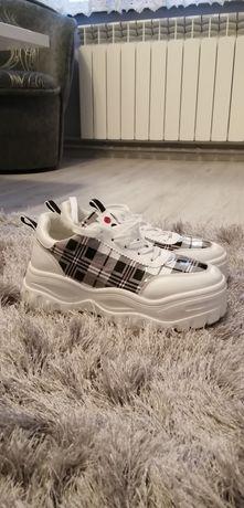 Buty Sneakersy damskie dziewczęce sportowe.Roz 39 dług wkładki 23,5cm