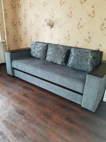 Продам диван в хорошем состоянии.